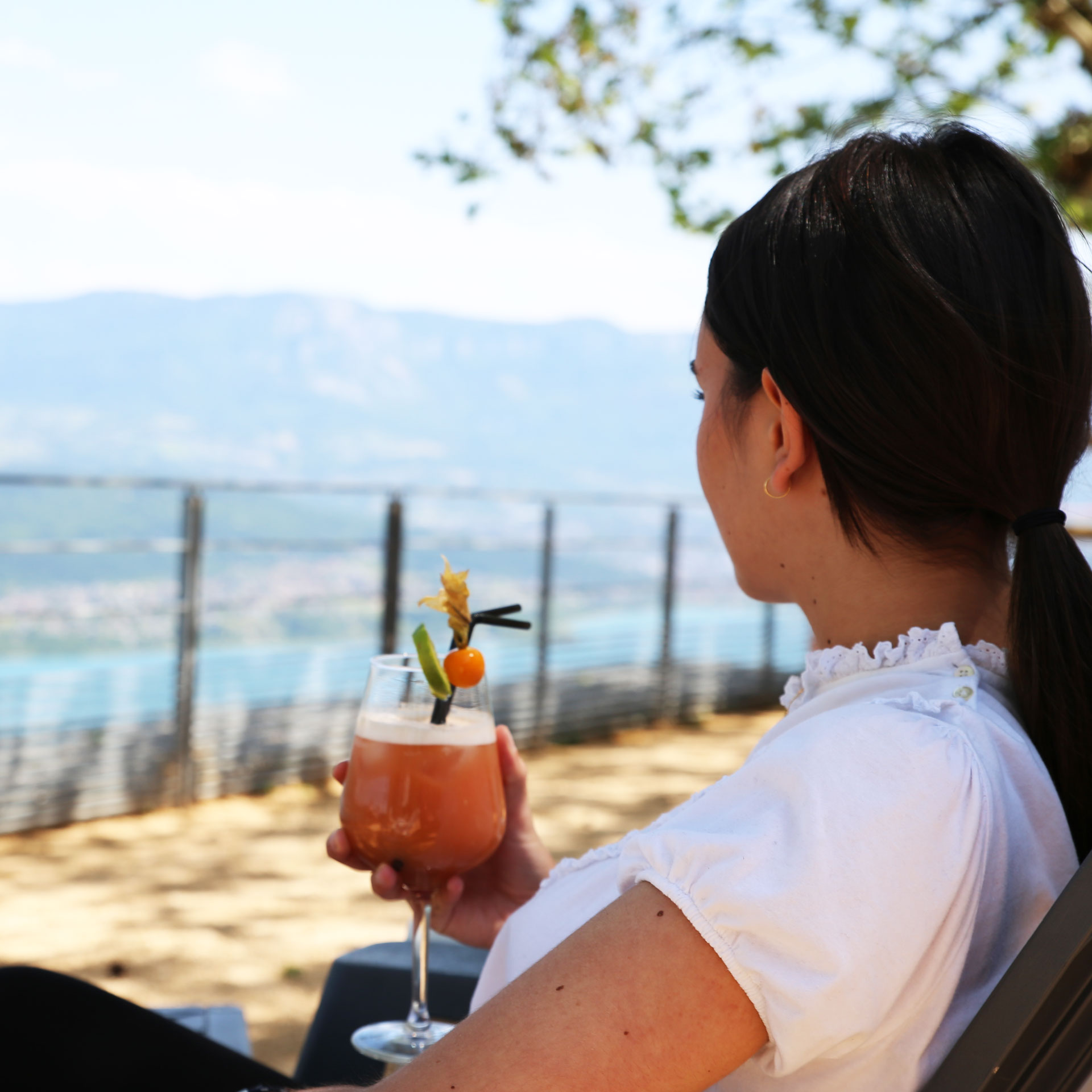 cocktail-terrasse-bar-resto-belvedere-ontex-lac-du-bourget